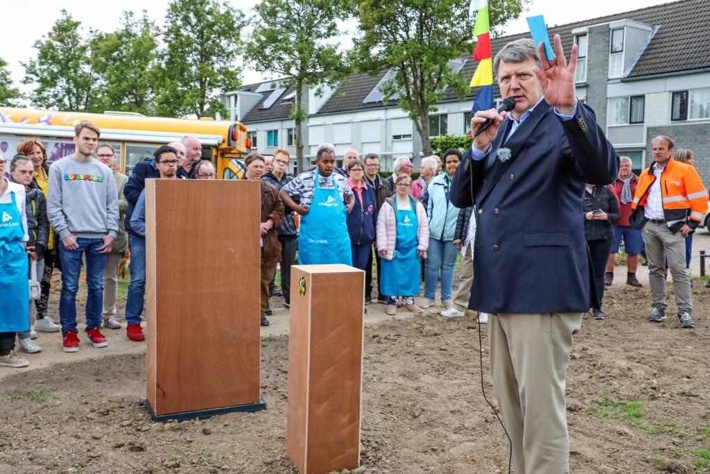 • Wethouder Willem Posthouwer verrichtte de officiële opening. Foto: Lya Cattel © Bommelerwaard