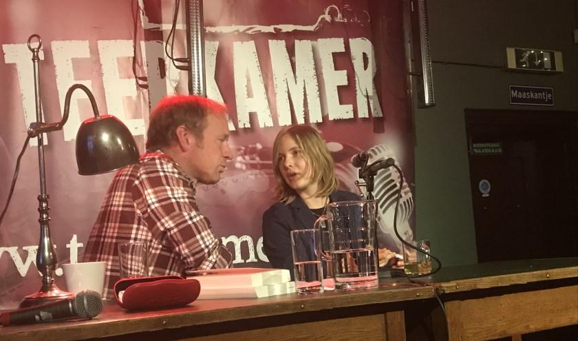 Jan van Mersbergen in gesprek met Marieke Lucas Rijneveld tijdens het literair café.