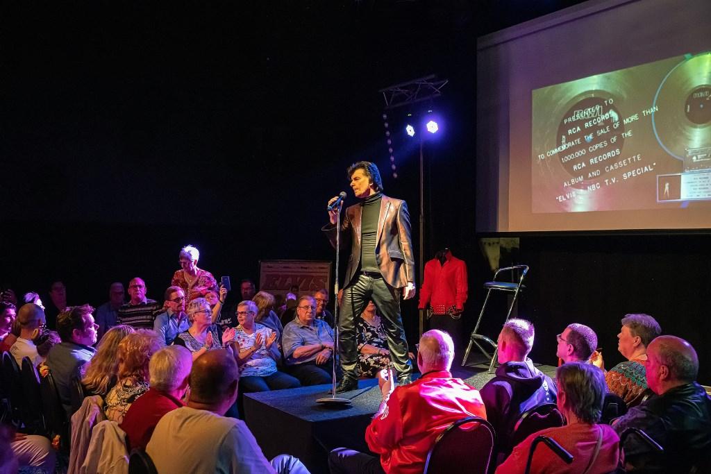 Elvis Show in GO! Foto: Nico Van Ganzewinkel © Leerdam