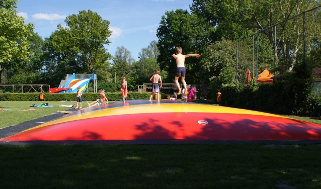 • Sinds kort heeft Bijtelskil een air trampoline.
