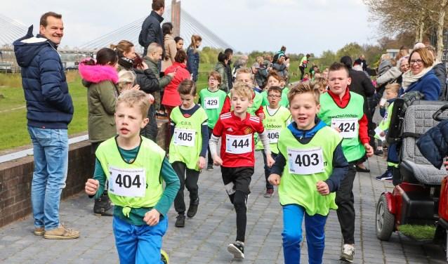 • De Brandwijk Bommelerwaard Runners organiseerden in april de twintigste Promenadeloop.