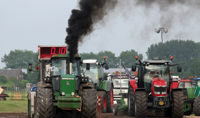 • Drie regionale tractorpullers kwamen op het podium.