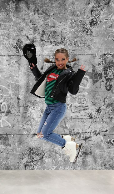 • Britt Harmsen doet ook mee aan de ijsshow.