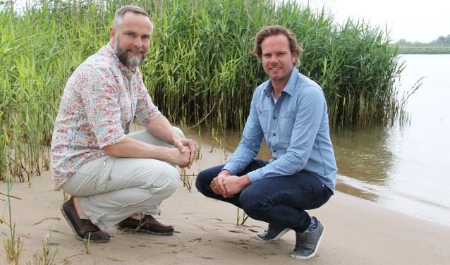 • Hans Vel Tromp (links) en Hans Riemer gaan met één kerkenraad verder.