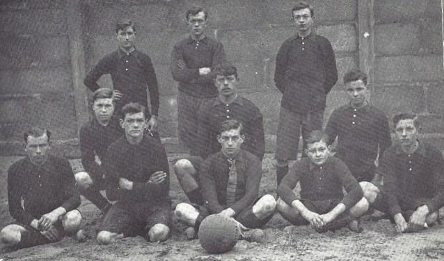 Voetbalelftal van VV Papendrecht uit 1920.