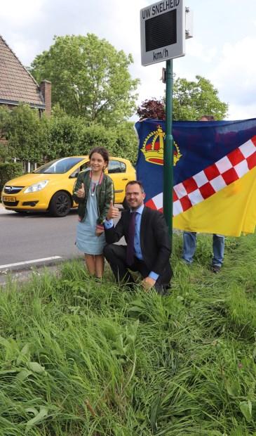 • Jasmijn Wong met burgemeester Laurens de Graaf.