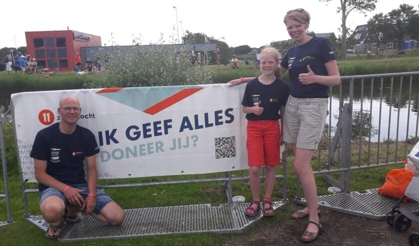 • Gerard, Minke en Marleen Verdoold langs het parcours.