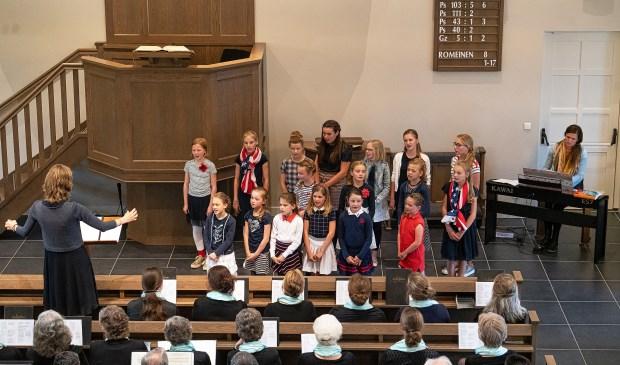 • In Schoonrewoerd werd een koor- en samenzangavond gehouden.