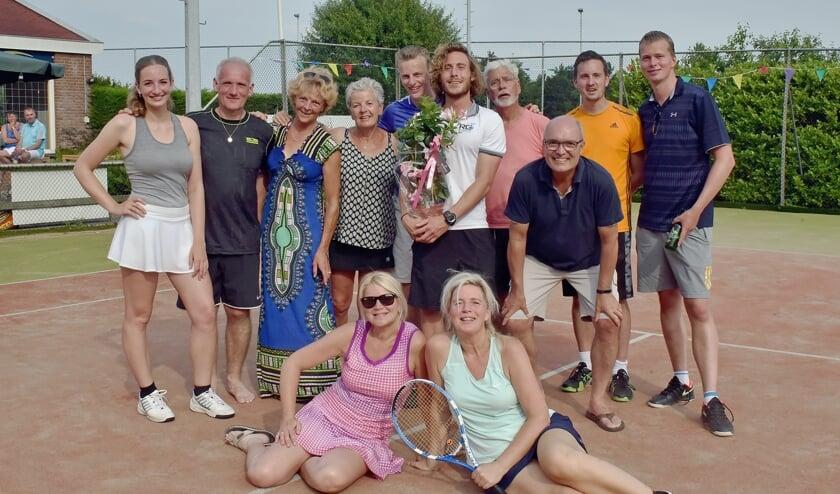 • De clubkampioenen van LTV Gouwenes bij elkaar.