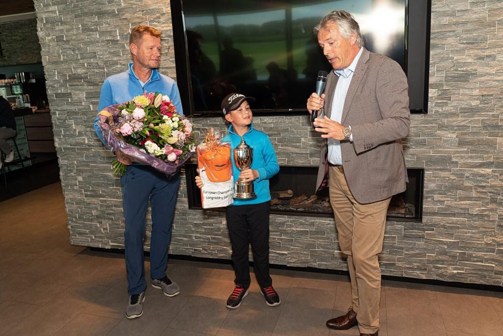 Huldiging Youp Orsel die Europees golfkampioen in de categorie jongens tot 8 jaar is geworden  Foto: Nico Van Ganzewinkel © Vianen