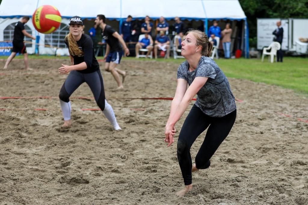• Het zevende regiotoernooi beachvolleybal van VC WIK. Foto: Rick den Besten  © Alblasserwaard