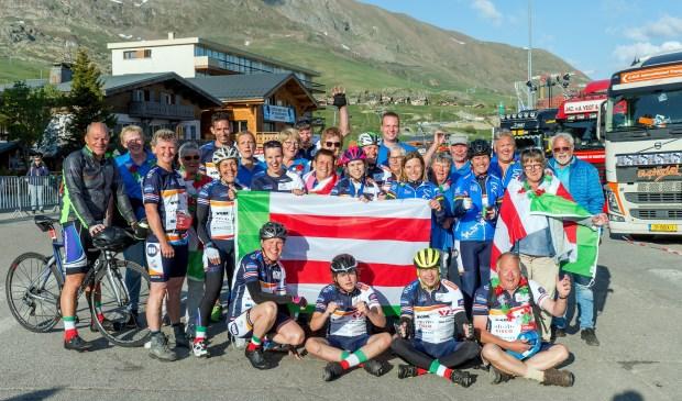 • Team Noordeloos na de finish van Alpe d'HuZes.