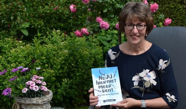 Corine de Jong uit Wijk en Aalburg schreef het boek 'Nu jij hier niet meer bent'.