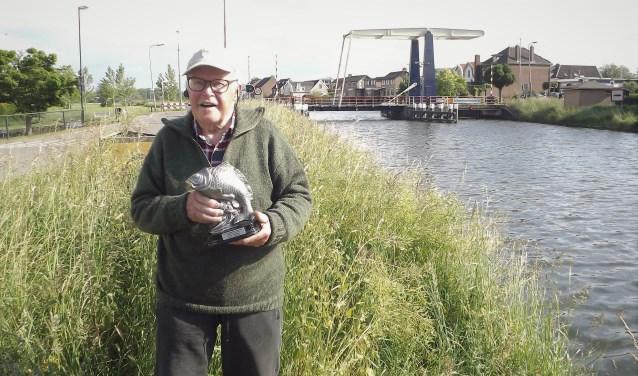 • Henk van den Oever kreeg een beeldje.