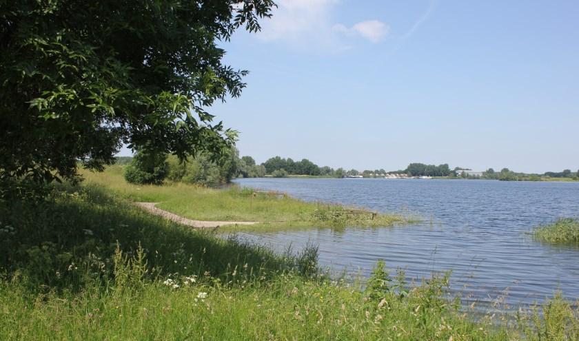 • De Maas bij Hoenzadriel.