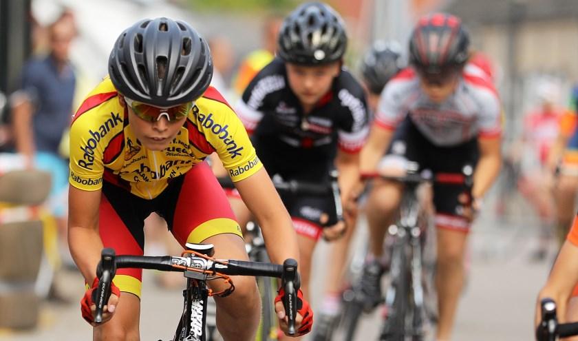 • Thuisrijder Daan Hartog in actie in de Ronde van Giessenburg 2018.