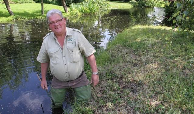 • Arie Witzier vertelt graag over het werk in de polder.