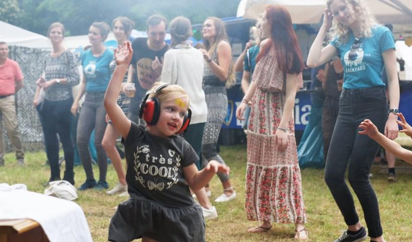 • Music in The Backyard begint zaterdag 22 juni om 15:00 uur in De Kindertuin. Ook voor kinderen is er van alles te doen.
