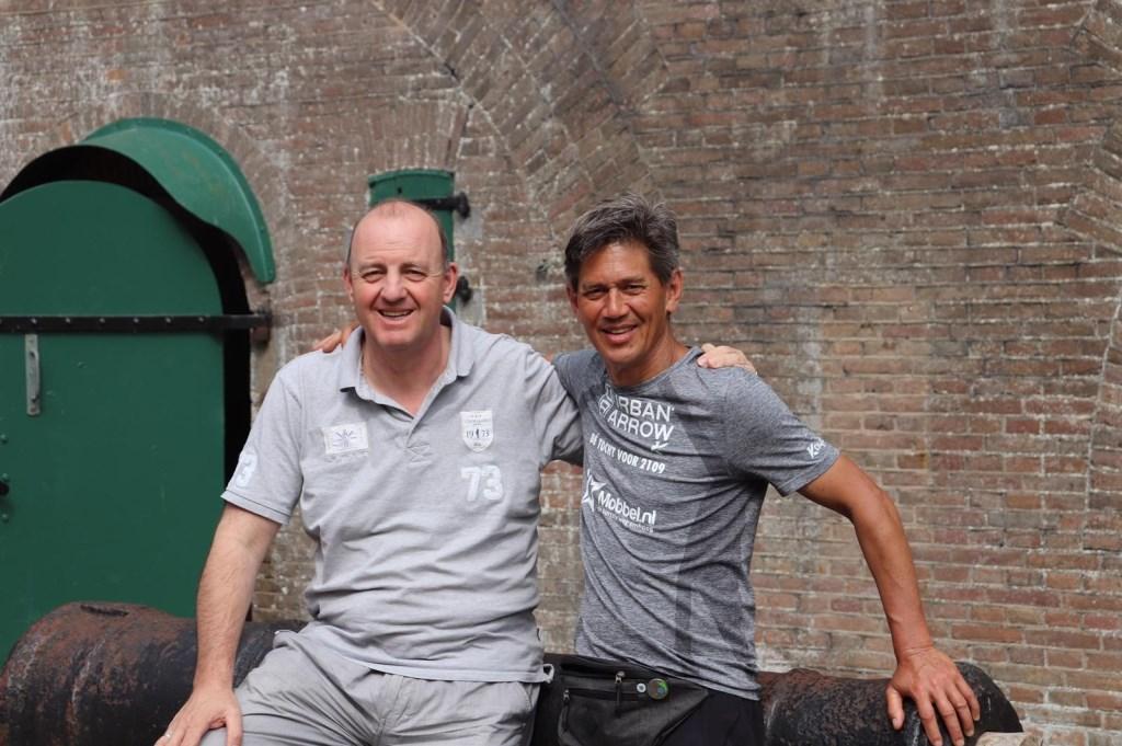 • Wethouder Ton van Maanen met Stefan Vreugdenburg. Foto: gemeente West Betuwe © Bommelerwaard