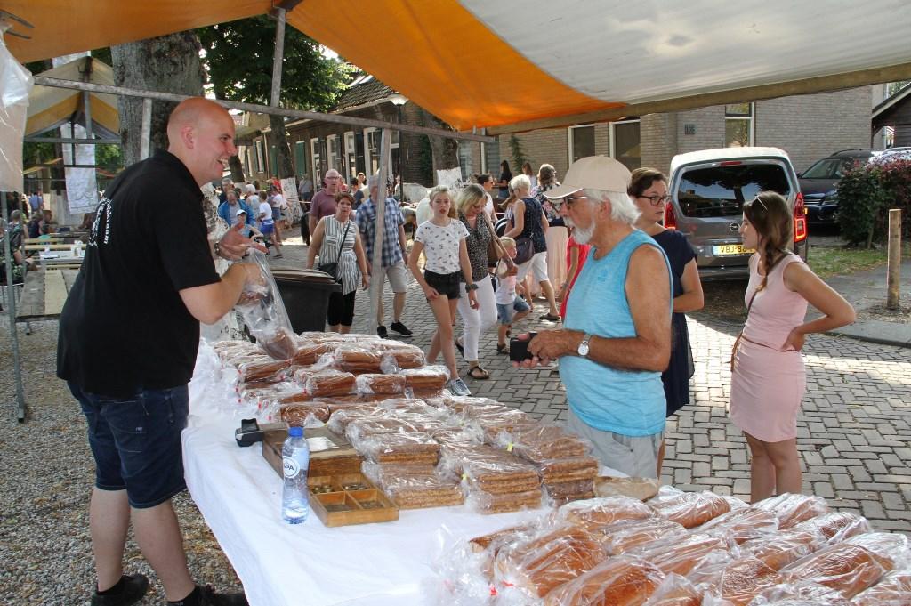 • Peperkoek is een van de tradities die horen bij de paardenmarkt. Foto: Anne Marie Hoekstra © Klaroen