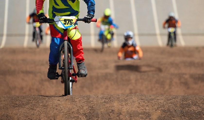 • Kinderen tijdens een BMX-wedstrijd.