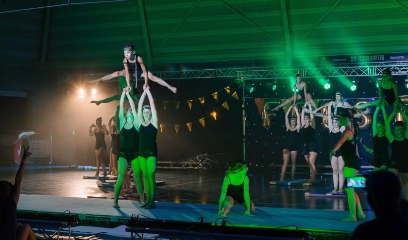• De leden van Hamarithi zetten een spectaculaire show neer met het thema 'Feest'.