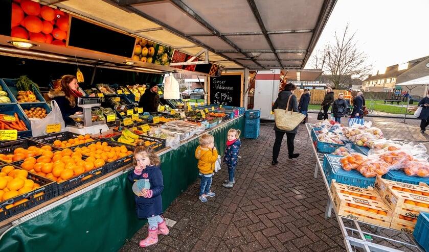 • De weekmarkt in Hagestein.