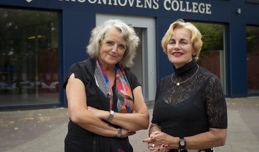 • Marion Kleuters en Sjoukje Postma trekken de deur van het Schoonhovens College achter zich dicht.
