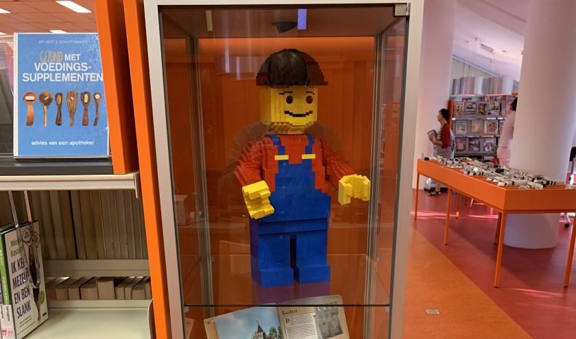 De Legofreaks Leerdam hebben vier vitrines gevuld met bouwsels van lego.