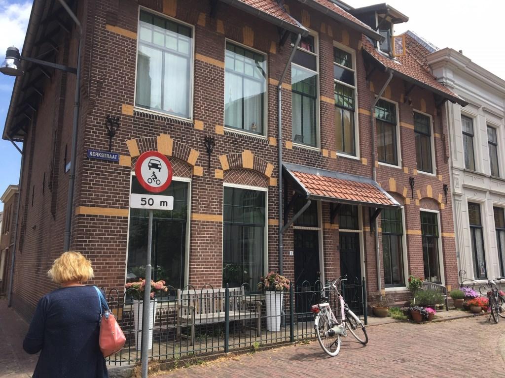 • Op de hoek van de Kerkstraat en Gasthuisstraat. Niet echt art nouveau, eerder chalet-stijl. Foto: Britta Alink © Bommelerwaard