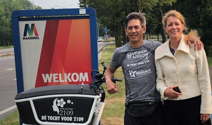 • Wethouder Anita Sørensen poseert samen met Stefan Vreugdenburg.