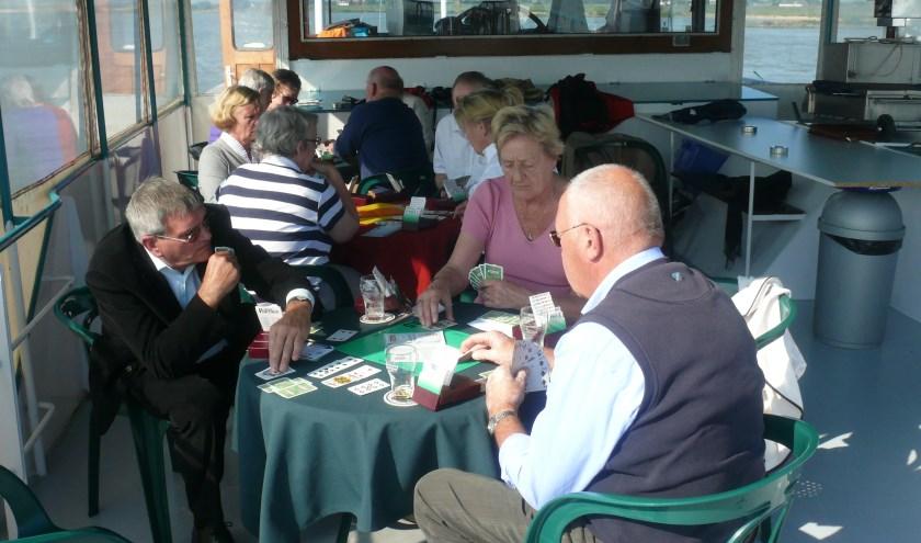 • Bridgen op de boot naar Dordrecht bij het 90-jarig jubileum van de Zaltbommelse Bridgeclub in september 2018.