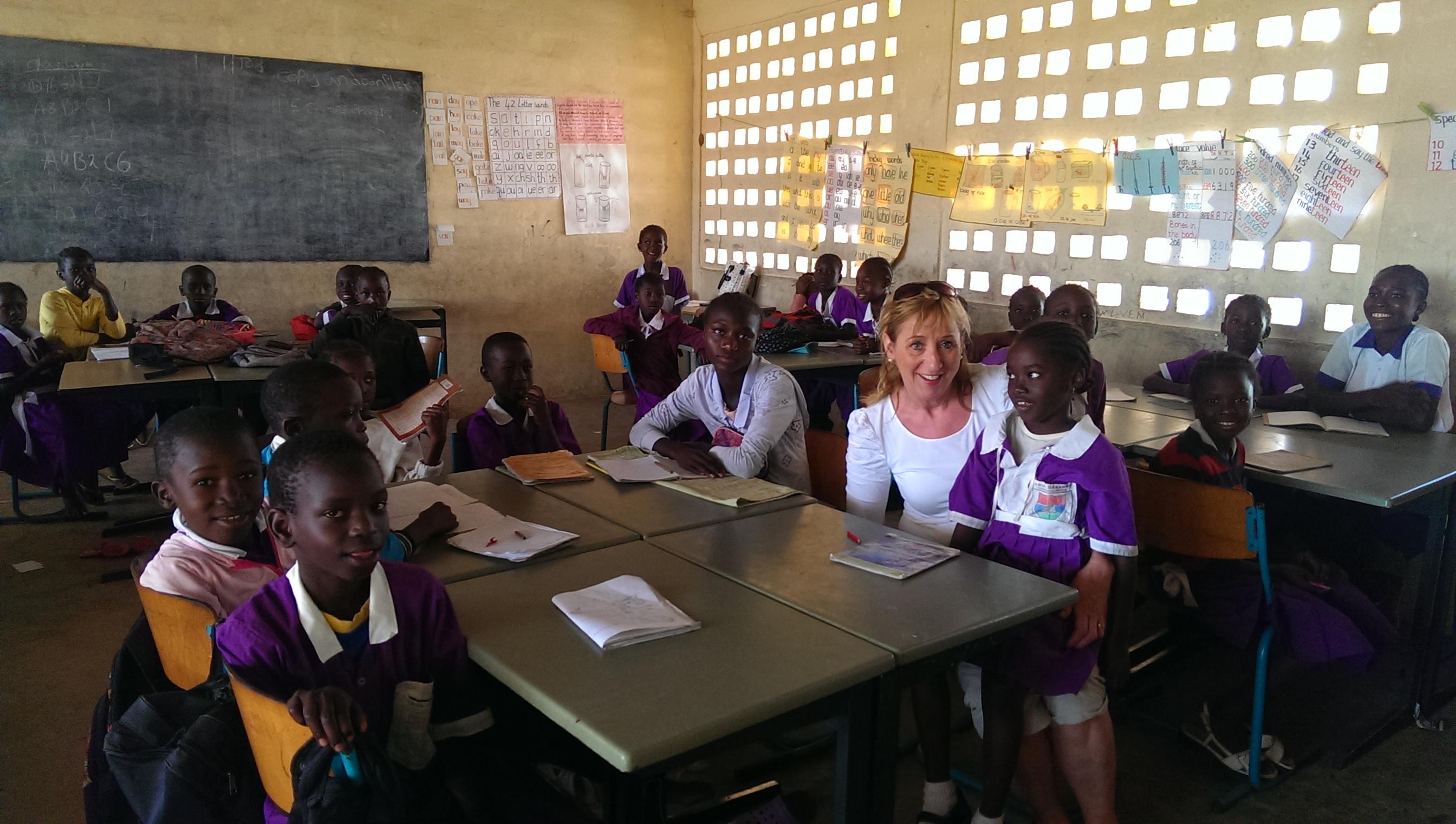Bommelerwaard oud meubilair spelwert naar gambia for Meubilair basisschool