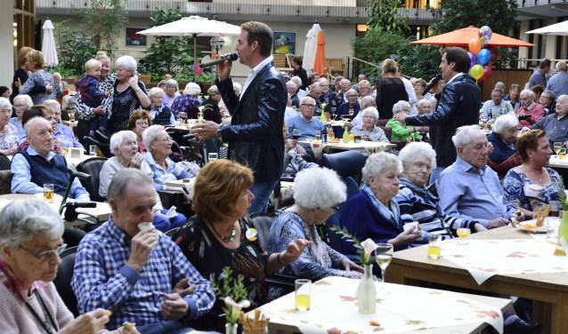 Feest bij 10 jaar vrienden van Berkenstaete  | Fotonummer: db4c4b