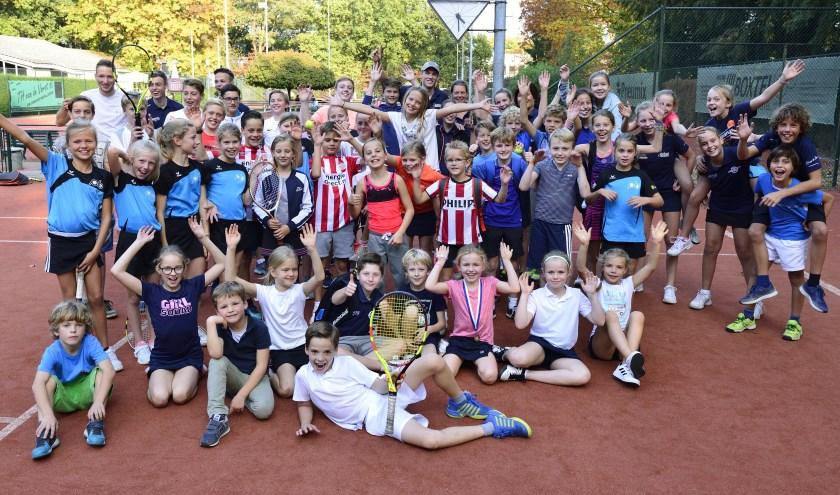 Een aantal deelnemers aan de jeugdkampioenschappen tennis   | Fotonummer: 7b449f