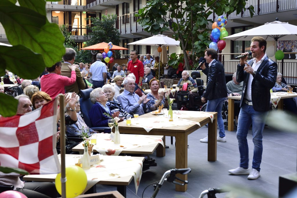 Feest bij 10 jaar vrienden van Berkenstaete Foto: Wil Feijen © DeMooiSonenBreugelKrant