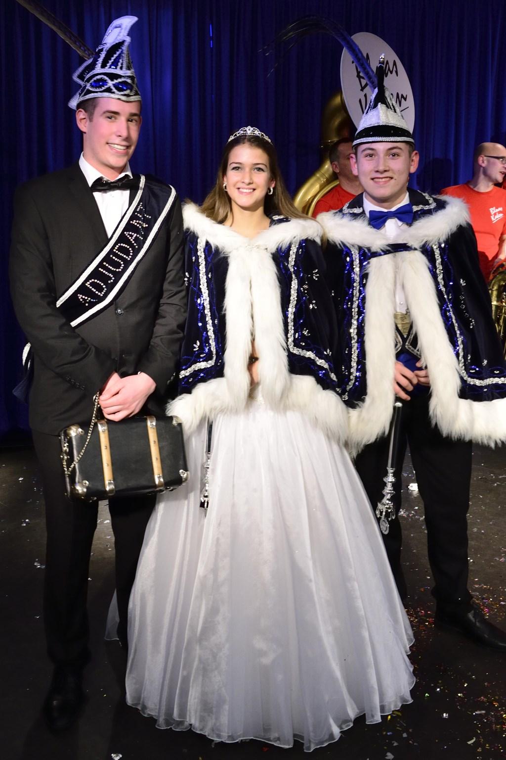 Jeugdprins Calvin en Jeugdprinses Rachelle samen met adjudant Jaimy Speetjens Foto: Wil Feijen © DeMooiSonenBreugelKrant