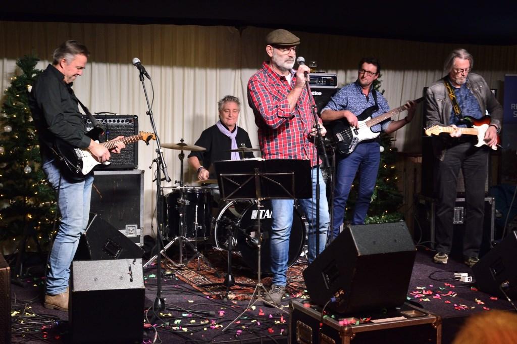 Ons Dorp Live Paviljoen Ijsfeest Foto: Wil Feijen © DeMooiSonenBreugelKrant