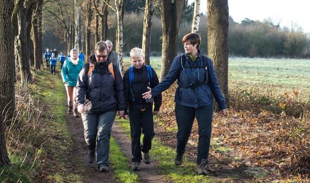 Wandelaars onderweg bij OLAT  | Fotonummer: 7a50ee