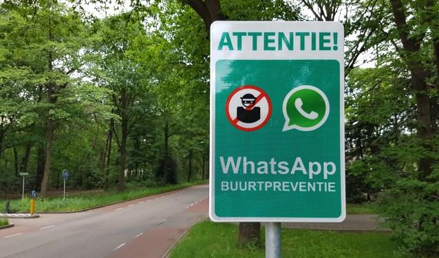 Bord buurt WhatsApp  | Fotonummer: 0ddf5e