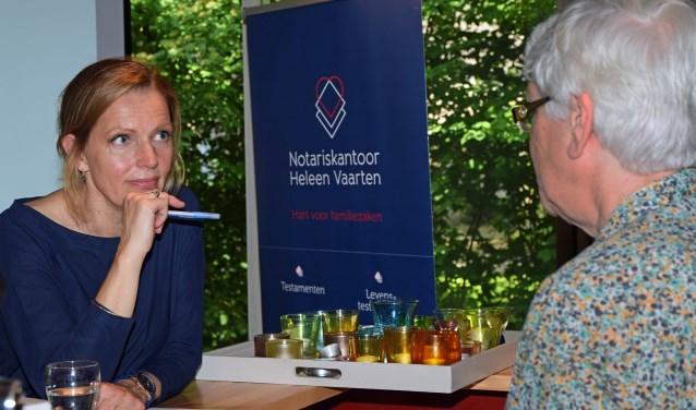 Notaris Heleen Vaarten in gesprek Foto: Fran Maasdam © DeMooiSonenBreugelKrant