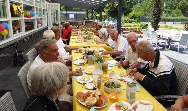 De lunch tijdens het 50 plus toernooi  | Fotonummer: fe9bf3