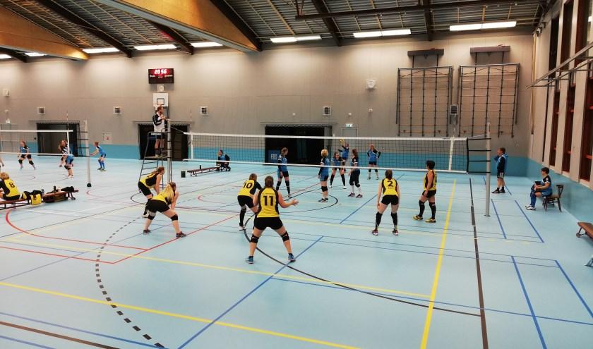 Dames 1 in actie tegen Riethoven   | Fotonummer: 952623