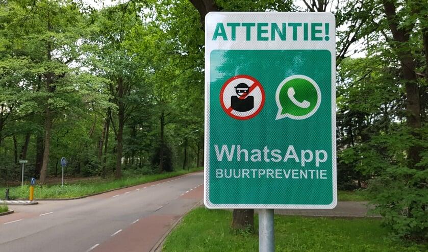 Bord buurt WhatsApp   | Fotonummer: 040986