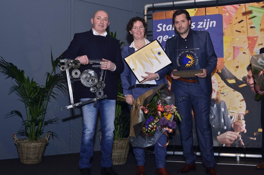 De winnaars Joop, Rianne en Henri Kastelijn, ondernemerverkiezing 2018, Ekkersrijt, De Brug Timmerfabriek Foto: Wil Feijen © DeMooiSonenBreugelKrant