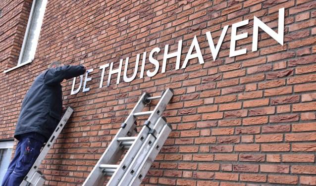 De naam op de huurappartementen aan de Molenstraat   | Fotonummer: d80bc0