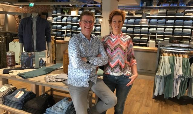 Chris en Diana Bergmans in hun winkel   | Fotonummer: 68f668
