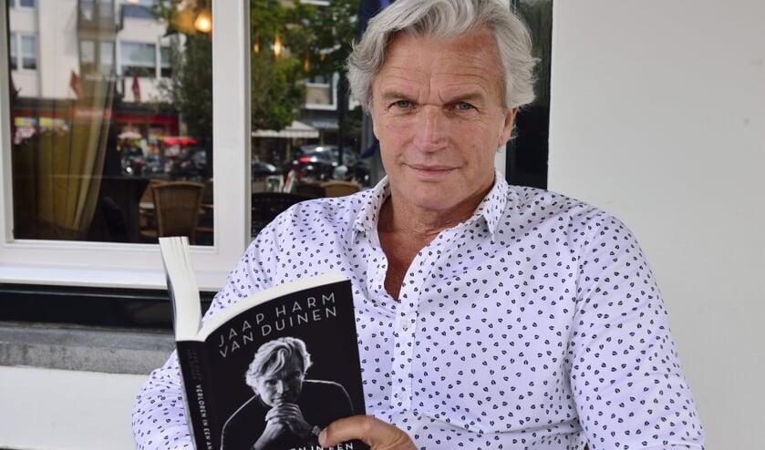 JaapHarm met zijn boek   | Fotonummer: 20ad26