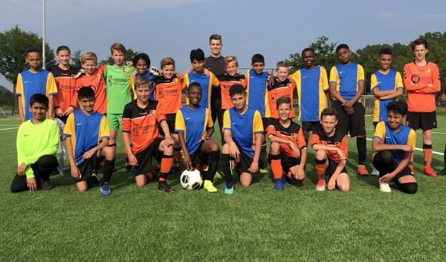 SBC JO12-1 team samen met O12 van Claremont High School    | Fotonummer: 548c7a