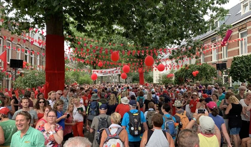 Groot feest in de dorpen en steden waar de wandelaars doorheen lopen     Fotonummer: b532b1